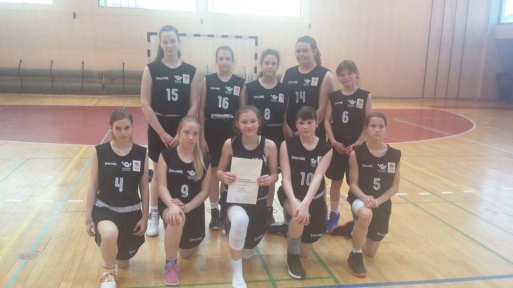 Polfinalni turnir v košarki za mlajše deklice